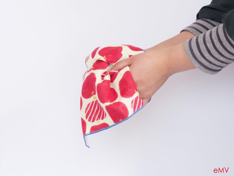 かわいいデザインで贈り物に嬉しいタオルハンカチ。HELLOBEAR タオルハンカチ2